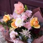 落ち着いた色でありながら、華やかさもあるお花